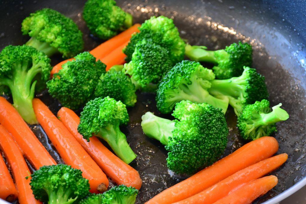 野菜を生で食べる
