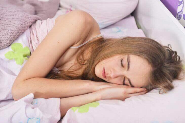 不眠改善に効果的な食べ物まとめ