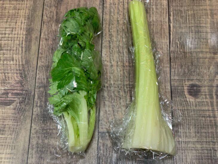 葉の部分と茎の部分を切り分けて冷蔵庫に保管する