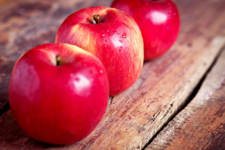 りんごを食べる際の注意点。皮ごと食べるのがおすすめ
