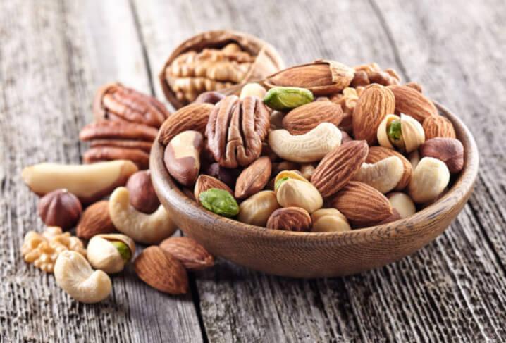 他のナッツと栄養素を比較!